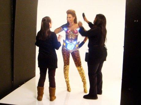 Beyonce_costume_lit